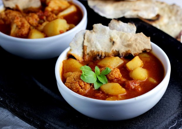 ALOO GOHBI – curry ziemniaczano-kalafiorowe z Pendżabu