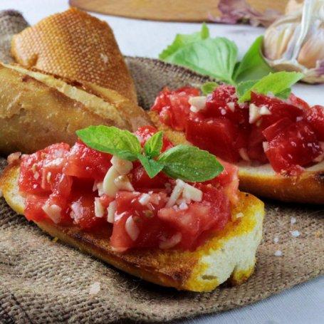 BRUSCHETTA – grzanka z pomidorową salsą