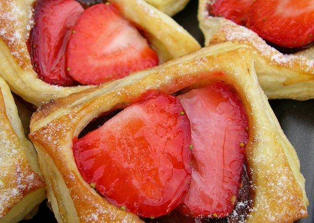 Ciastka francuskie z nutellą i truskawkami