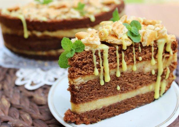 Ciasto czekoladowe z kremem krakersowym i solonym karmelem