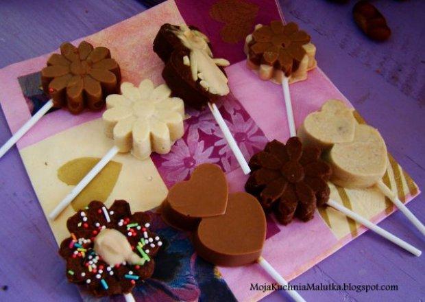 Domowe lizaki z czekolady