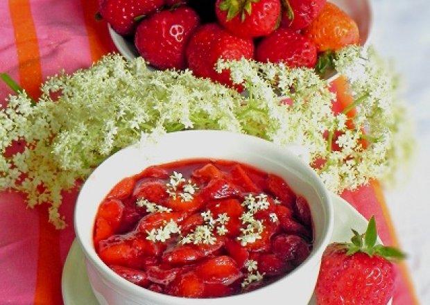 Dżem truskawkowy z kwiatem bzu czarnego