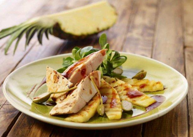 Grill: Pikantna pierś z kurczaka w miodzie akacjowym  ze smażonym ananasem – Krok po kroku