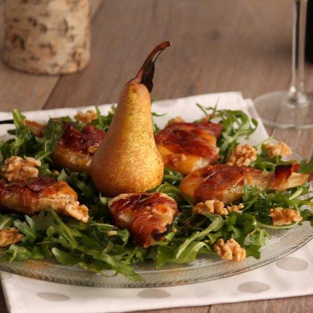 Gruszki nadziewane serem camembert w szynce parmeńskiej