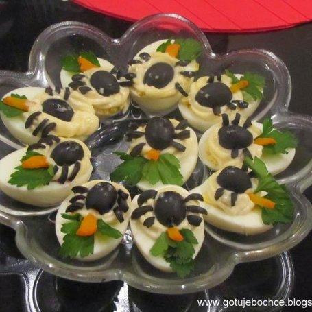 Halloweenowe przepisy- jajka z pająkami