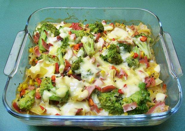 Kolorowa warzywna zapiekanka z makaronem