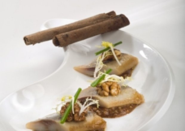 Świąteczny śledź z sosem piernikowym i orzechami włoskimi .*.