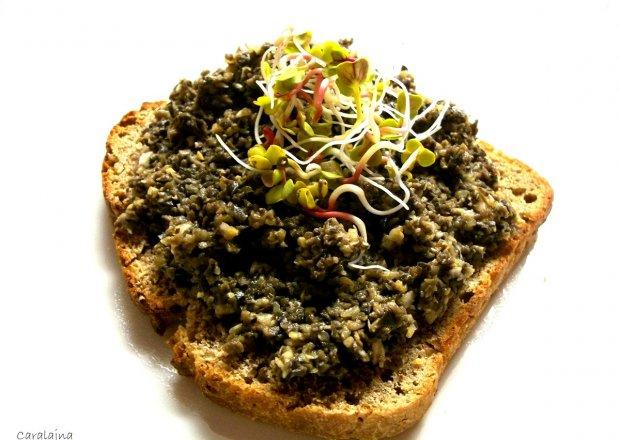 pasta z czarnych oliwek, kaparów i czosnku do chleba lub makaronu