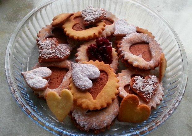 Walentynkowe ciastka maślane z kremem czekoladowym
