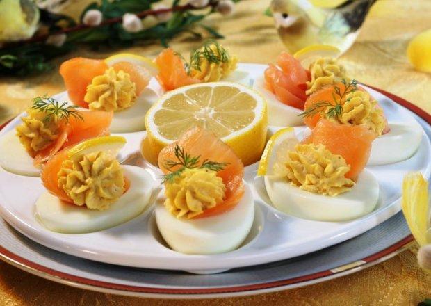 Wielkanoc: Jajka faszerowane łososiem lub makrelą
