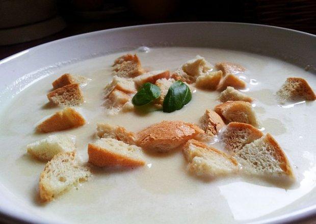 Zupa krem czosnkowa z grzankami