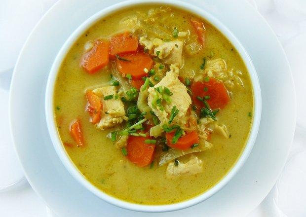 Zupa tajska z kurczakiem i mlekiem kokosowym